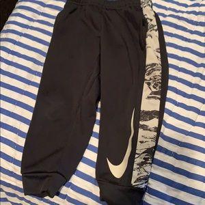 Boys size 3t black/white jogger pants